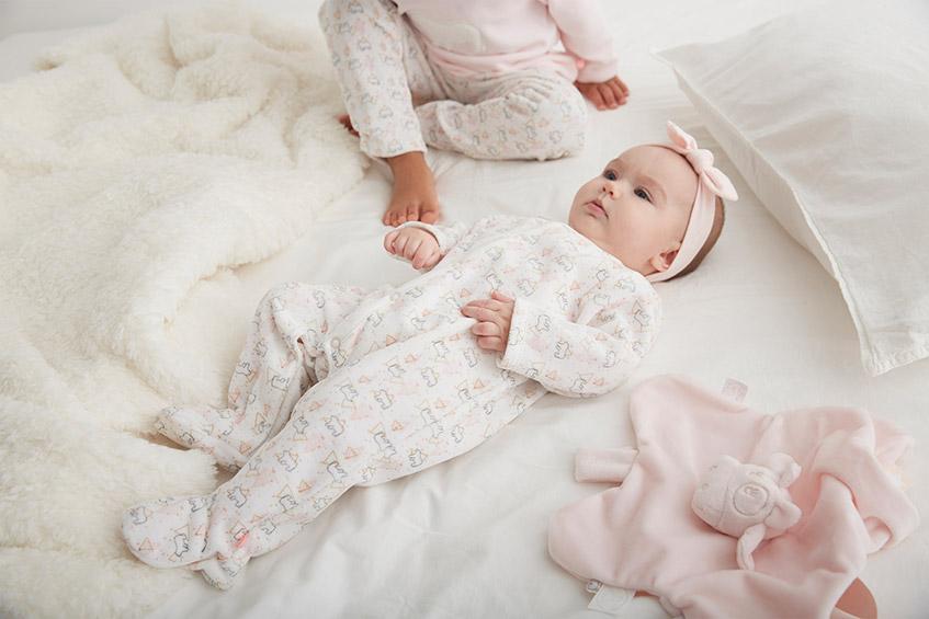 bébé-en-pyjama