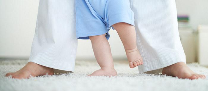 bébé-qui-marche